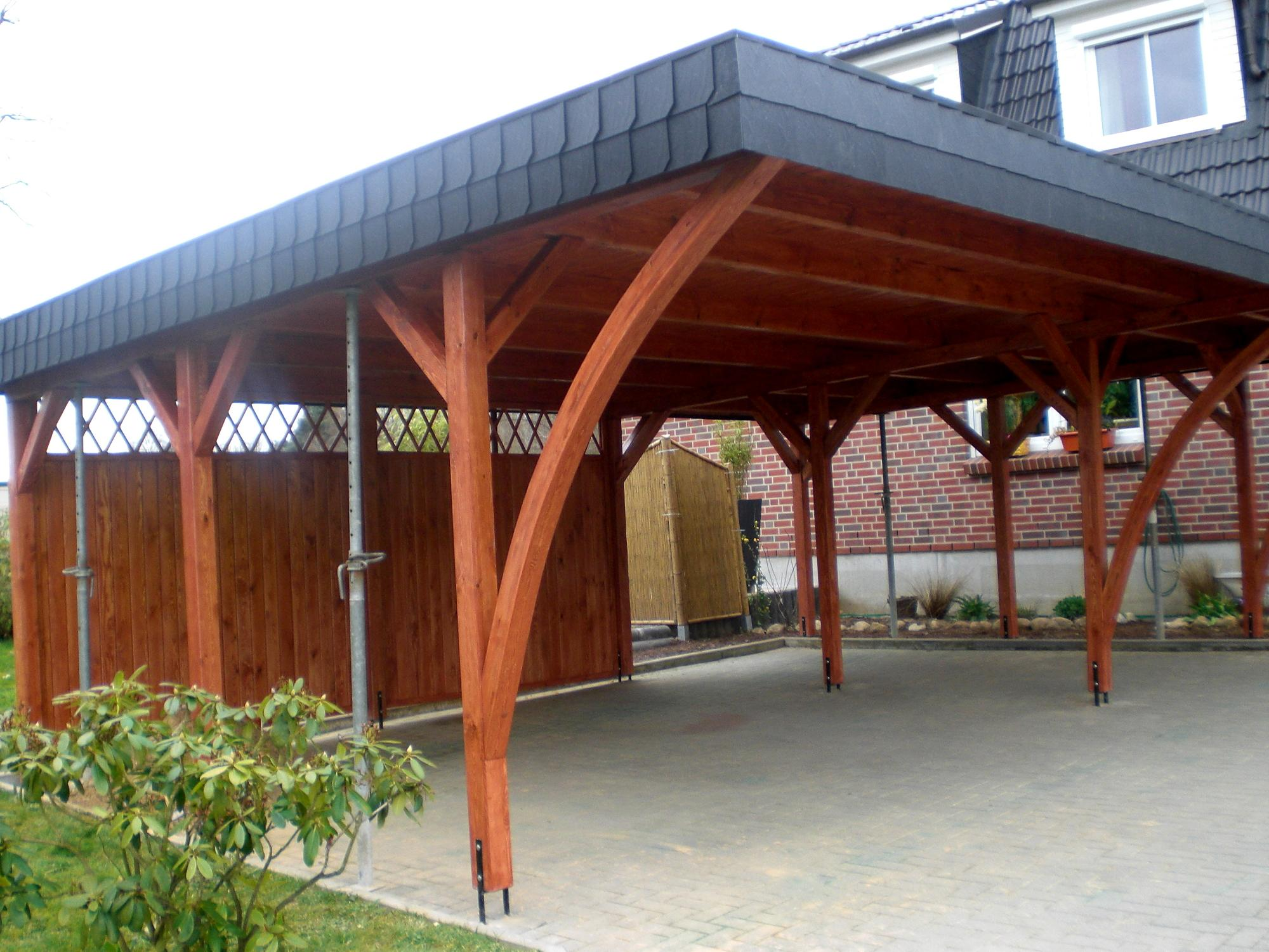 carport in hamburg mit schwarzen schindeln schindeln dachziegel fassadenplatten aus kunststoff. Black Bedroom Furniture Sets. Home Design Ideas