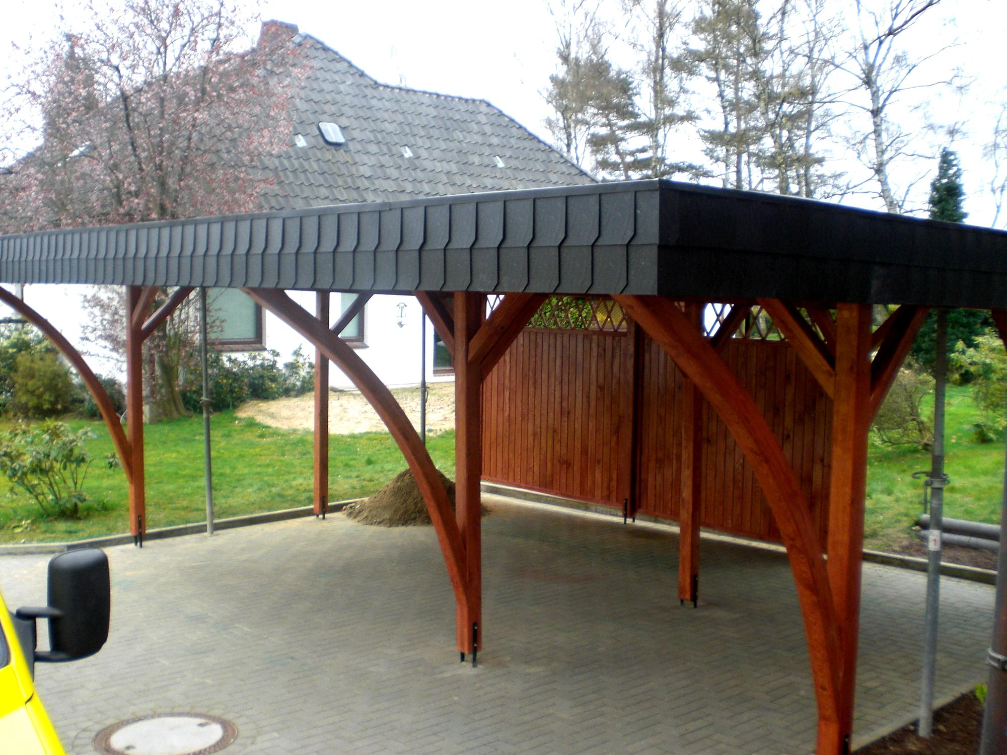carport in hamburg mit schwarzen schindeln schindeln. Black Bedroom Furniture Sets. Home Design Ideas