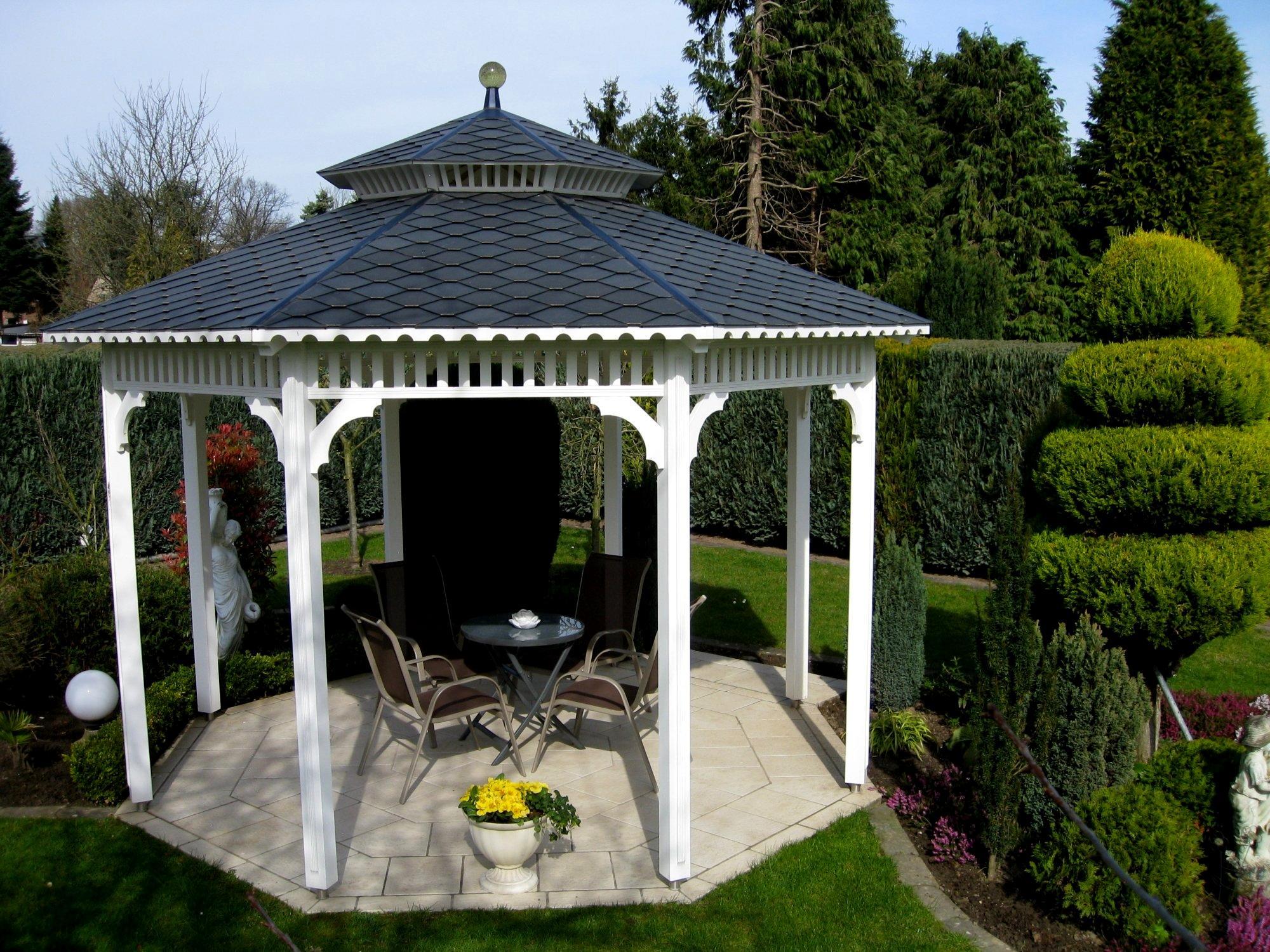 gartenpavillon in hamburg mit schwarzen schindeln schindeln dachziegel fassadenplatten aus. Black Bedroom Furniture Sets. Home Design Ideas